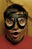 Uomo sorpreso con gli occhiali di protezione di volo Fotografie Stock Libere da Diritti