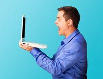 Uomo sorpreso con il computer portatile Fotografia Stock