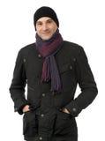 Uomo sorridente allegro in vestiti di inverno immagine stock libera da diritti