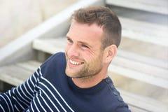 Uomo sorridente bello Immagine Stock