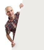 Uomo sorridente con l'insegna in bianco Immagine Stock Libera da Diritti