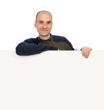 Uomo sorridente con la bandiera in bianco Fotografia Stock Libera da Diritti