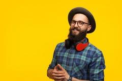 Uomo sorridente dei pantaloni a vita bassa in cappello Immagine Stock Libera da Diritti