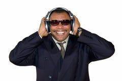 Uomo sorridente del African-American con le cuffie Fotografia Stock