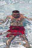 Uomo sotto acqua Fotografia Stock