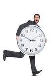 Uomo spaventato che tiene grande orologio Fotografia Stock Libera da Diritti
