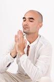 Uomo spirituale che prega e che medita. Immagini Stock