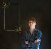 Uomo, studente o insegnante esaminante vi con il menu dell'agrifoglio di Natale di vetro per fare lista di controllo Immagini Stock