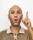 Uomo stupito che mostra indice Fotografie Stock Libere da Diritti