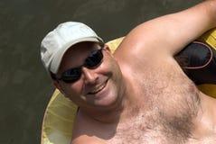 Uomo su un galleggiante Fotografie Stock Libere da Diritti
