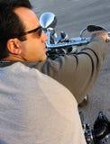 Uomo su un motociclo Immagine Stock