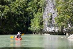 Uomo su una canoa Fotografia Stock