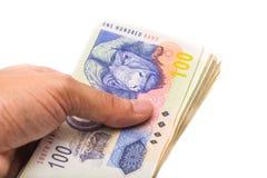 Uomo sudafricano che tiene le nuove banconote Fotografie Stock Libere da Diritti