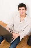 Uomo sul computer portatile Fotografia Stock