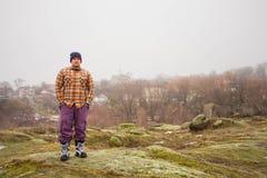 Uomo sulla cima della collina Immagini Stock