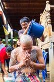 Uomo tailandese durante il ordinati buddista Fotografia Stock Libera da Diritti