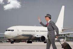 Uomo tardi per il suo volo immagini stock libere da diritti