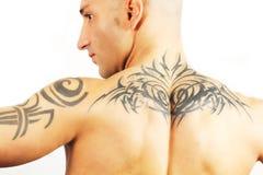 Uomo tatuato Fotografie Stock Libere da Diritti