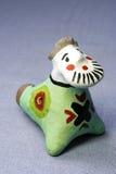 Uomo tradizionale del fischio del giocattolo dell'argilla Fotografia Stock Libera da Diritti