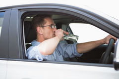 Uomo trascurato che guida mentre ubriaco Immagini Stock Libere da Diritti