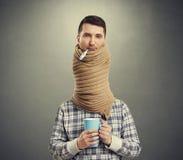 Uomo triste con il collo lungo immagine stock