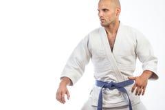 Uomo in un kimono bianco Fotografia Stock