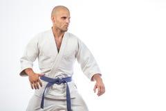 Uomo in un kimono bianco Immagini Stock Libere da Diritti