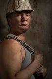 Uomo in un minatore del casco Fotografia Stock