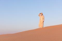 Uomo in un vestito arabo tradizionale Fotografia Stock