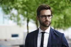 Uomo vestito astuto fotografie stock