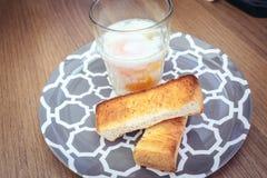 Uova à la coque con pane tostato Fotografia Stock Libera da Diritti