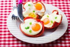 Uova al forno in Ham Cups per la prima colazione, Immagine Stock