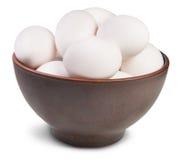 Uova bianche nella ciotola ceramica Fotografia Stock
