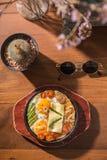 Uova calde della pentola della prima colazione d'annata di stile Fotografia Stock