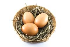 Uova in canestro di bambù Fotografia Stock Libera da Diritti