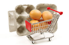 Uova carrello e scatola delle uova Fotografia Stock