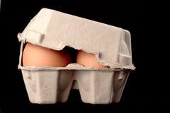 Uova in casella di carta. Immagini Stock