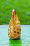 Uova in cestino sulla tabella. Immagini Stock Libere da Diritti