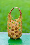 Uova in cestino sulla tabella. Fotografia Stock Libera da Diritti