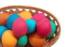 Uova colorate su una priorità bassa bianca Immagini Stock