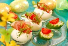 Uova con il prosciutto per pasqua immagine stock