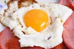 Uova con la salsiccia Immagini Stock