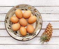 Uova crude su un piatto Immagine Stock Libera da Diritti