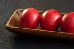 Uova di colore rosso di Pasqua Fotografia Stock