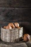 Uova di natura morta e composizione nel canestro Fotografia Stock Libera da Diritti