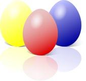 Uova di Pasqua In azzurro, nel colore giallo e nel colore rosso Fotografia Stock Libera da Diritti