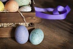 Uova di Pasqua in cassa di legno 2 Fotografia Stock