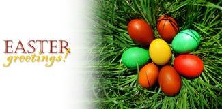 Uova di Pasqua che si trovano sul prato Fotografia Stock