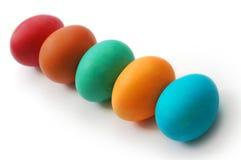 Uova di Pasqua colorate su una priorità bassa bianca Immagine Stock Libera da Diritti