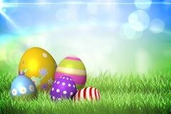 Uova di Pasqua Colourful sull'erba illustrazione di stock